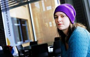 Sofia Idström, som pluggar till socionom, tipsar om att jobba så mycket som möjligt:– Sommarjobba och spara alla pengar och ta när det behövs. Satsa på reorna och shoppa mindre.– På alkohol försvinner det mest pengar. Jag har slutat röka för att på så sätt spara in pengar.