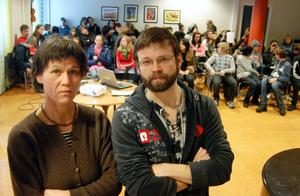 Kulturskolans personal, här Brita Sandewall Eklund och Fredrik Englund, befarar att kulturämnena blir marginaliserade om kulturskolan inlemmas helt i grundskolan.