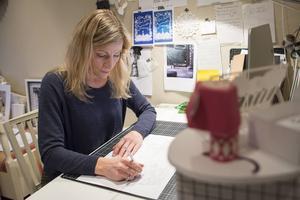 Petra Staav har planer på att öppna en studio men i nuläget gör hon allt jobb hemifrån.