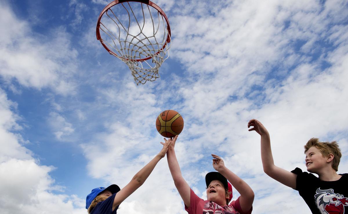 Fem idrottsförbund och tre sporter tillsammans i en sommarlovsaktivitet