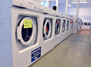 De tvättmaskiner som lagas och säljs vidare är ofta vitvaror som innehåller äldre teknik.
