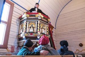 I kopian av Håsjö gamla kyrka, som för dagen var Frösö kyrka, talade Bert-Ola Henrikssons Nils Idman om slaget mot Jämtland, med 14 000 invånare, som under fjällstormen förlorade 1 000 män i arbetsför ålder.