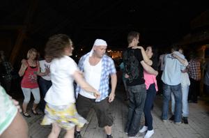 Bugg och foxtrot dansades hela fredagskvällen på Älvstagården.