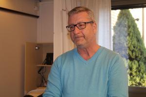Kenneth Holmberg är engagerad i  Hallstahammars BK.