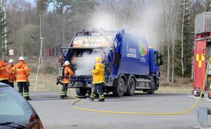 Branden i sopbilen kunde släckas snabbt. Det fanns aldrig någon risk för spridning.