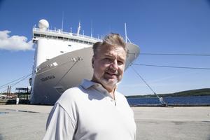 Espen Tandberg har hastigt insjuknat och åkt tillbaka till USA. Brodern Kjell förutsätter att avtalet ska gälla.
