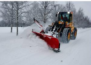 Trots att snön vräkt ner så har snöröjarna klarat att hålla vägarna någorlunda fria. Foto: Jan Andersson