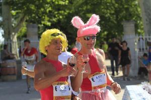Ingen ovanlig utstyrsel i ett Médoc Marathon. Några av förra årets deltagare.