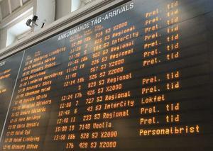 Resenärens mardröm. När tavlan på stationen ser ut så här önskar man att man slapp resa. Bilden är tagen vid ett tidigare tillfälle. FOTO: SCANPIX