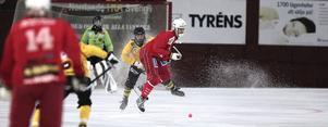 Jens Wikström hos Haik Bandy gjorde fyra av de elva hemmamålen mot Karlsborg i seriepremiären.