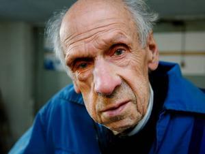 Julius Nilsson, 90 år, renoverar en 20 år yngre veteran till toppskick.