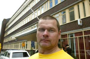 Polisinspektör Anderz Ohlsson tycker att riksdagsmannen Bertil Kjellberg (m) ger en skev bild av verkligheten.