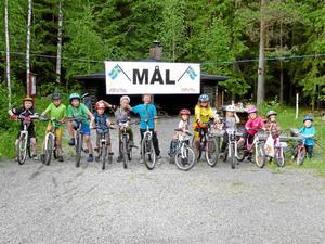 Avslutning. Cykelklubben avslutade vårens träning vid Finnkulleberget i Bångbro där barnen körde tävling. Efteråt fick alla pris. BILD: PRIVAT