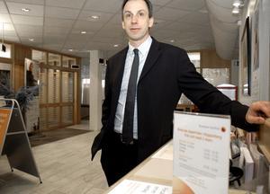 Mikael Johansson bytte Frövi-Fellingsbro mot Kopparberg. Som ny kontorschef på Bergslagens Sparbank går han en spännande tid till mötes, säger han.