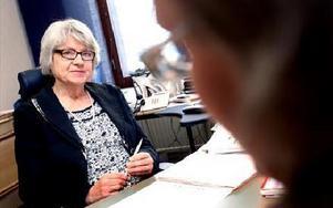 Allt fler tar nu kontakt med konsumentvägledare Inger Rosendahl sedan de blivit lurade i e-handeln. I andra fall har konsumenten inte läst betalningsvillkoren tillräckligt noga.-- Har man väl klickat ja så är man bunden av avtalet.Foto: TOMAS NYBERG