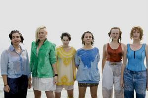 Sara Parkman (längst till vänster) med sina kompisar i Härnösandsbandet Kraa.Foto: Ida Nordung