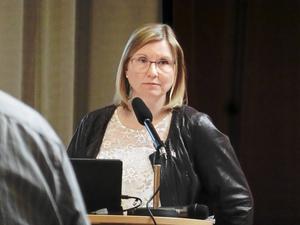 Ekonomichef Veronica Hjorter Stenklyft vill inte avfärda den uppskattade kostnaden för utebadet, trots att internredovisningen visar på mer än det dubbla.   -Det är ingen fullständig ekonomisk analys, säger hon.