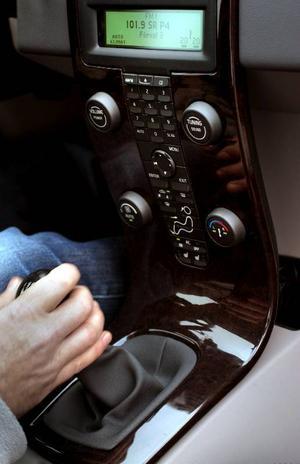 I testbilens Businesspaket följer halvläder, automatisk klimatanläggning, farthållare, multifunktionsratt och valnötsinlägg med.