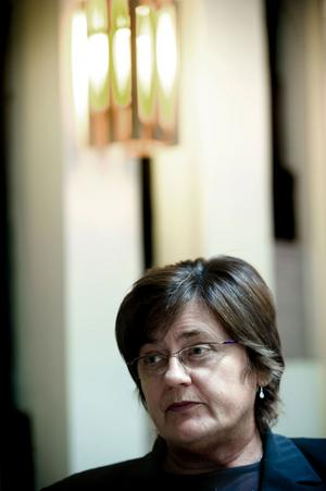 Inga-Britt Kronnäs-Samils (S), ordförande i Polisstyrelsen Dalarna, säger att hon är besviken och irriterad över beskedet att det inte blir något nytt polishus.
