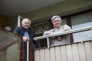 Bertil och Göta Emilsson välkomnade sina nya grannar.