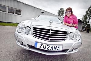 Zuzana Sramek har haft sin personliga nummerskylt i snart tolv år, hon tycker att det är roligt att bli igenkänd.
