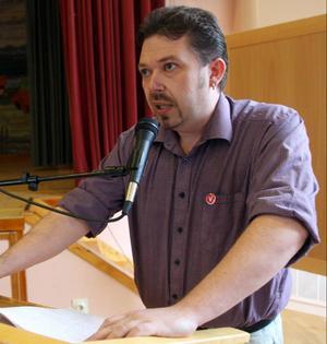 Jörgen Blom (V) är mycket kritisk till att Krokoms kommunstyrelse fattat ett skolbeslut över huvudet på den nämnd som utsetts till att ansvara för frågorna.