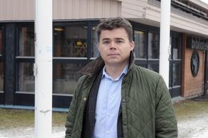 Oskar Fredriksson, kommunchef i Vansbro, vill i nuläget inte ta ställning till vad som ska göras åt problemet med missbrukare i Medborgarhuset.