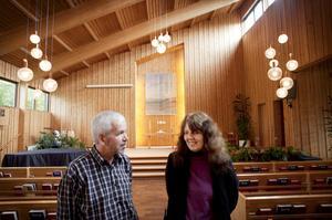 Den trettioåriga Adventkyrkan ligger lummigt inbäddad på söder i Örebro. I helgen leder Elsie Stone och Pauli Alsing församlingens 130-årsjubileum.
