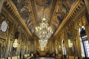 Ska Kungliga Operan i Stockholm renoveras enligt regeringens förslag? Ja, säger de flesta partierna.