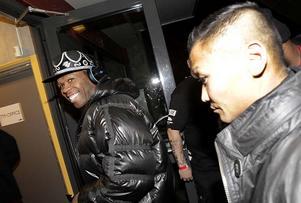 50 Cent var glad i hågen när han gick in i arenan.