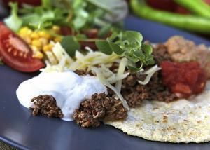 Baka och laga tortillas själv och krydda precis så mycket, eller lite, som det passar familjen.