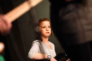Börje Ribacke var kvällens enterntainer. Här pratar han med Johanna Bergman som spelade panflöjt.Foto: Håkan Degselius