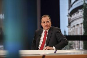 Statsminister Stefan Löfven (S)    Svetsa ihop pansarvagnar kan han. Men blir resultatet ett robust pussel eller ett fallande korthus? Det kan bara framtiden utvisa.