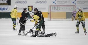 Jens Blixt, Andreas Hjulström och Robin Andersson i fajt med Ljusdals Johan