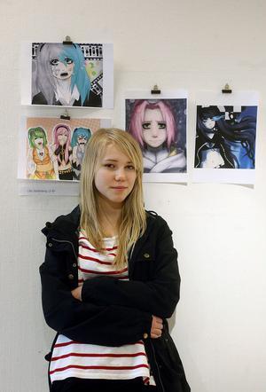 Manga. Sin unga ålder till trots är 13-åriga Lilly Söderberg från Sörberge redan en driven Manga-tecknare. Nu ställer hon ut några av sina alster på biblioteket i Timrå, tillsammans med andra unga Timråkonstnärer.