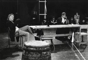 Äntligen har Sundsvall en professionell teater ensemble! Ingmar Virta och Bert Rolfart repeterar inför Vildhussen 1992.