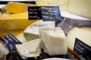Det finns en värld av ostar och en del av den mitt inne i Härnösand.