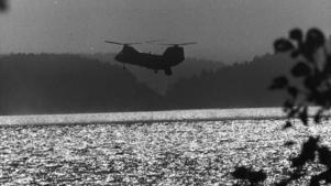 Marinens helikoptrar sökte efter en främmande ubåt.