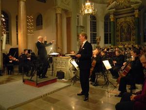 Det var helt fullsatt när Bachs Juloratorium, del 1-3, framfördes av Nordiska kammarorkestern under ledning av Anders Eby, med solister som Bo Rosenkull.