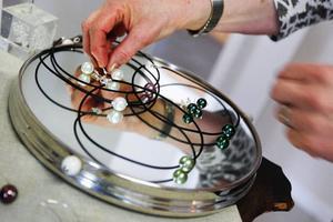 Alla kunder är inte intresserade av kläder, därför har Lisbeth Genstrand ett stort utbud av smycken.