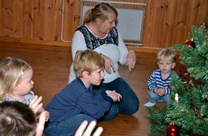 Julia Lindström och Edvin och August Meier tog farväl av julen för den här gången. Foto: Samuel Borg