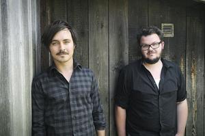 Fredrik Svensson spelar i bandet Delacroix och Jon Törnros har varit med och arrangerat Karlslundsrocken. Nu är de båda med och drar i trådarna till Hem till byn-festivalen i Rengsjö.