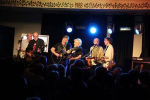 Fullt ös med Shanes och Panthers. Från vänster Staffan Berggren, Sven Rune Thorell, Lennart Grahn, Svante Elfgren, Leif Östberg och Jan Erik Rehn.