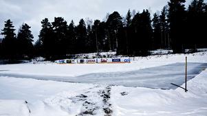 Så här såg isbanan i Järna ut när LT skrev om bygget i december. I morgon invigs den.