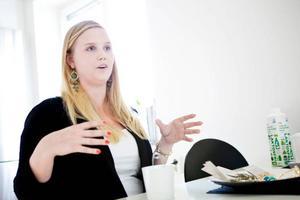 Jenny Arvidsson är egenföretagare och säljer smycken i webbutiken Nyah. Idén fick hon för två år sen, företaget startade hon för ett år sen och nu är hon snart igång med webbutiken, hon låter företaget utvecklas i en lagom takt som passar henne.Foto:Johan Lindeberg