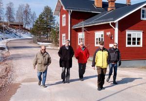 Öje i lördags förmiddag. Quicklaget på väg till affären, Christer van der Kwast, Göran Lambertz, Seppo Penttinen, Gubb Jan Stigsson och Sven Å Christianson.