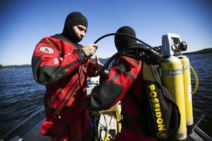 Gustav Liliesköld Sjöö och Erik Mörk är båda marinbiologer och arbetar tillsammans med Hans Kautsky med att kartlägga den marina ekologin i Västernorrland.