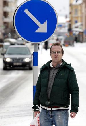 – Om nu mitt synfält är så dåligt som länsstyrelsen säger, varför stoppade man mig inte direkt i stället för att låta mig fortsätta att köra bil i två år till, undrar Hannes Lundgren.