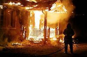 Foto: Mathias ForslöfÖvertänt. När brandkåren kom till platsen gick huset inte att rädda.