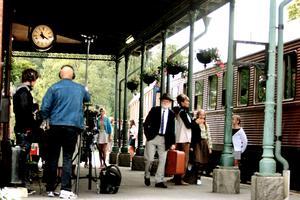 Filminspelningen har i dag fem år på nacken. Den här bilden togs i september 2008, när en scen ur filmen spelades in på tågstationen i Nora.